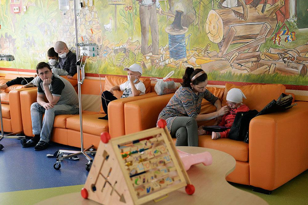 В московском доме собирают подписи против соседства с онкобольными детьми