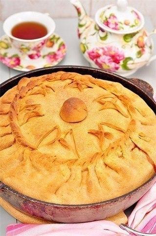 Зур бэлеш — татарский пирог с картофелем и мясом.