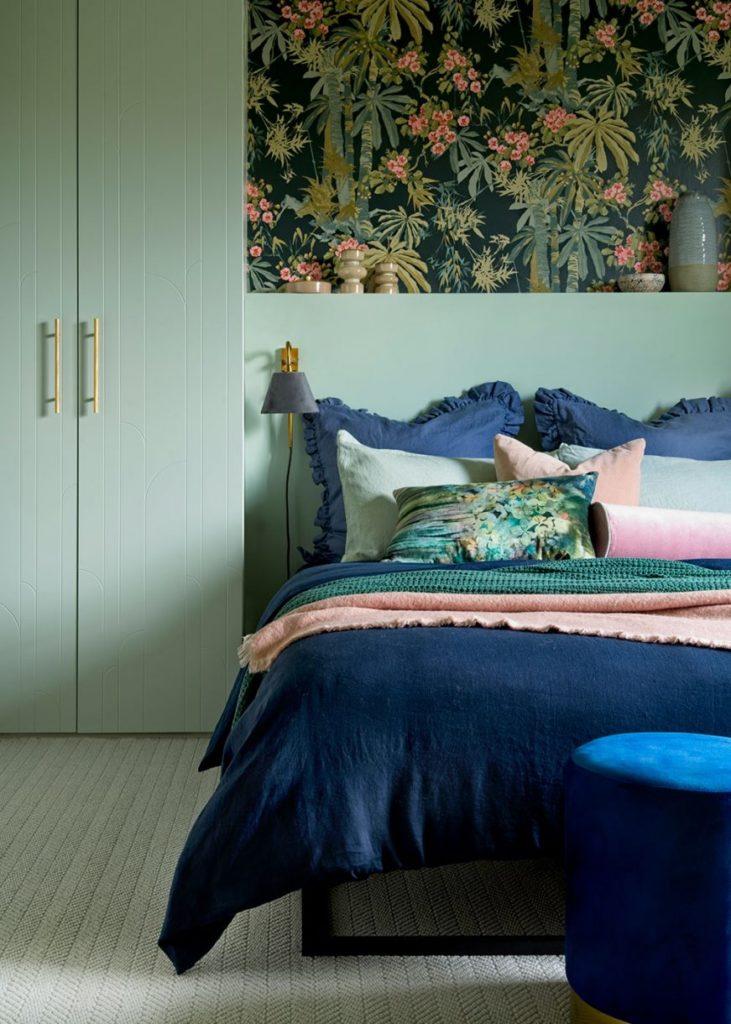 Умные идеи для хранения вещей в маленькой спальне