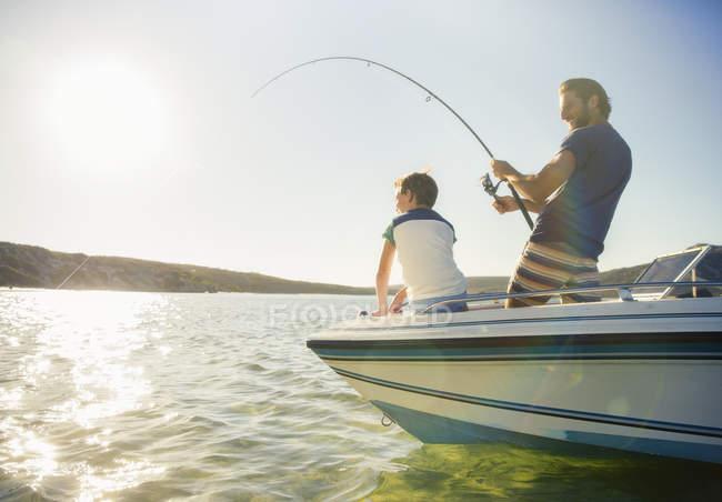 Картинки по запроÑу отец и Ñын на рыбалке