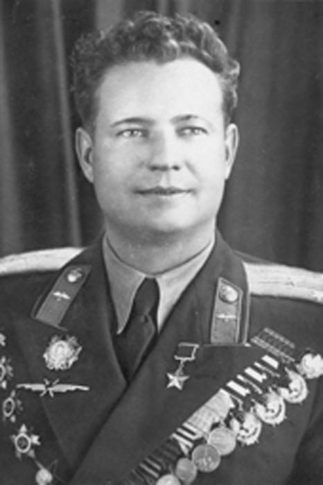 За что советского летчика Гитлер наградил орденом?