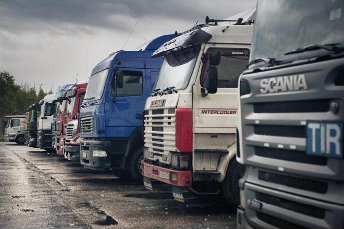 Польша «вставляет палки в колеса» украинским дальнобойщикам из-за героизации Бандеры