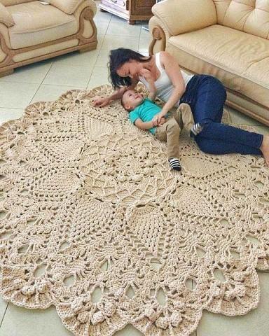 Красивый коврик для дома можно связать своими руками. Подборка идей, схемки.