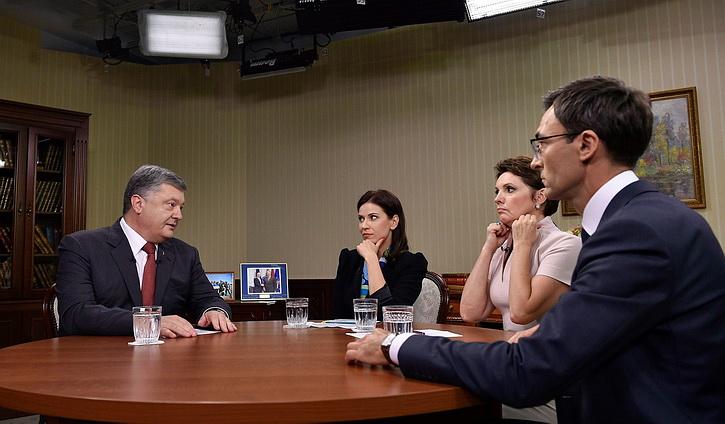 Порошенко заявил, что передал Трампу компромат накануне встречи с Путиным