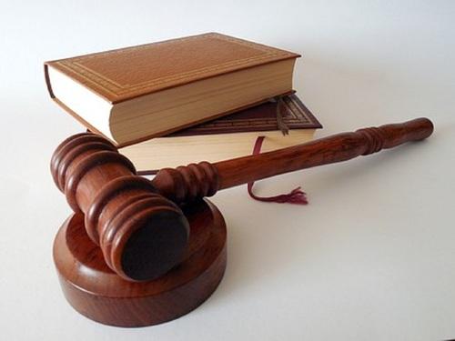 Главный кадровик ГИБДД арестован за заправку машины за казенный счет