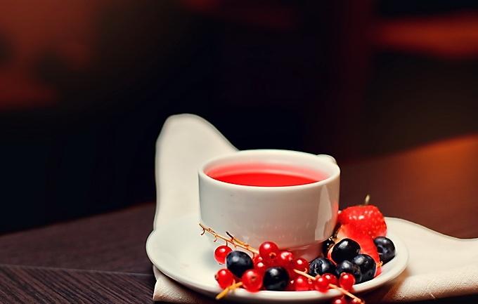 Горячий имбирно-ягодный чай