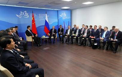 Путин встретился с Си Цзиньпином во Владивостоке