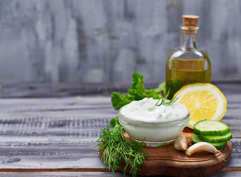Никакого майонеза! 6 полезных заправок для салатов, которые превратят обыкновенное блюдо в нечто неповторимое
