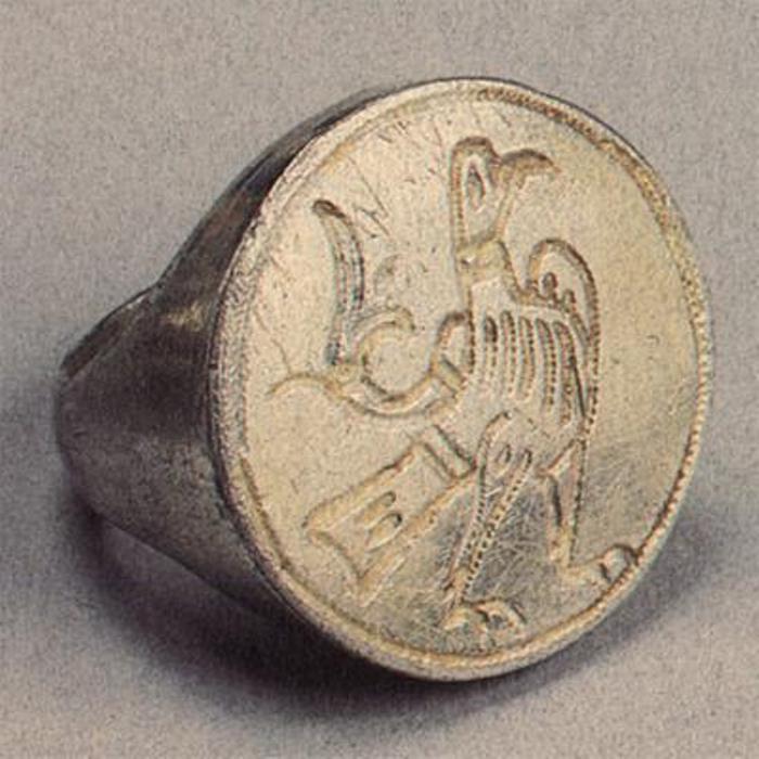 Перстень XII в. Северо-восточная Русь. Серебро; резьба, золочение   Фото: perstni.com