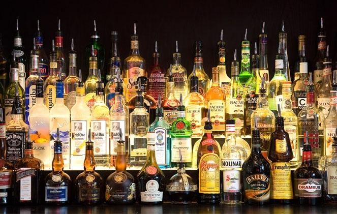 Продажи спиртного в России резко упали