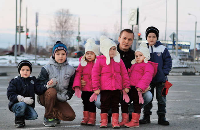 Многодетное счастье: одинокий отец шестерых малышей нашел спутницу жизни