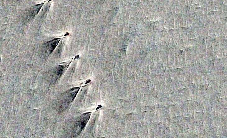 На картах Google Earth в Антарктиде нашли ряд странных идентичных объектов