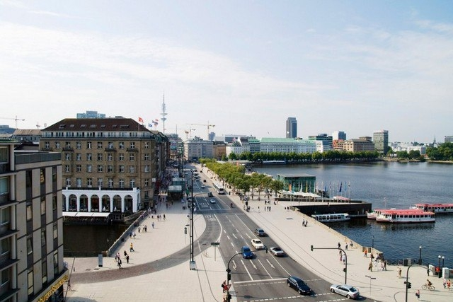 Улица Юнгфернштиг в Гамбурге, Германия