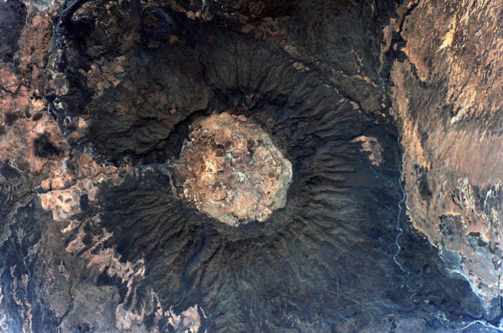 Тибести - это горное плато расположенно в центральной Сахаре, преимущественно на севере государства Чад.