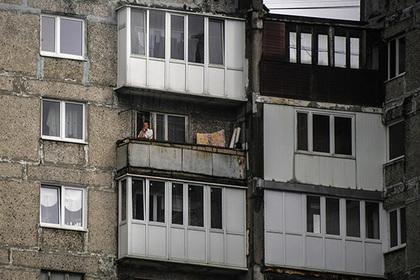 Курящие на балконах россияне будут платить соседям