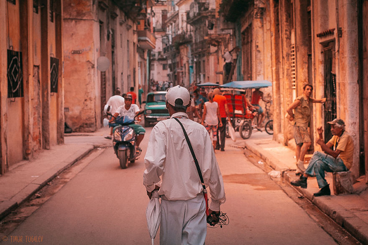 i-spent-20-days-in-cuba-documenting-the-life-of-local-people-24__880