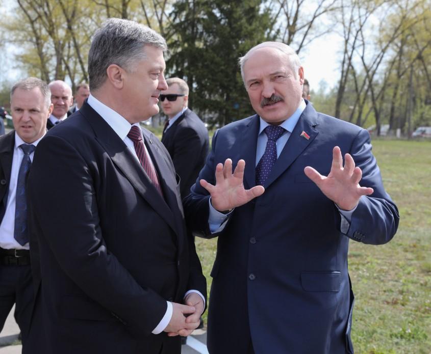 Лукашенко-Порошенке: Петр Алексеевич, третий раз говорю, мы – родные люди