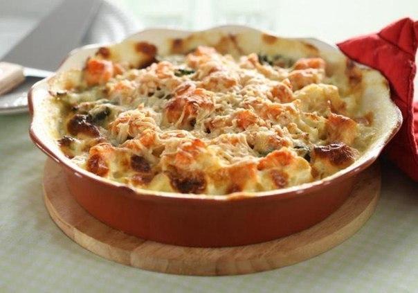 Аппетитная куриная запеканка под сыром — отличный вариант для тихого семейного ужина!
