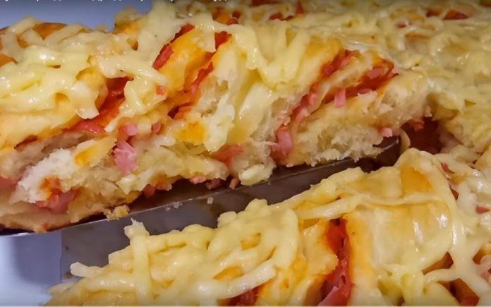 Идея подачи — супер! Крученный пирог с колбасой и сыром