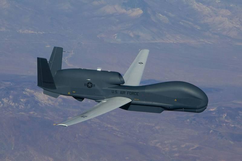 БПЛА RQ-4B Global Hawk ВВС США провел длительную разведку у границ России