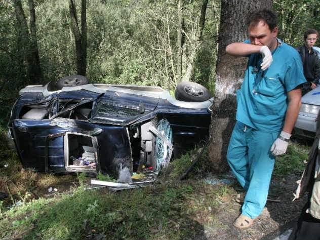 Машина с россиянами сорвалась со скалы на Кипре