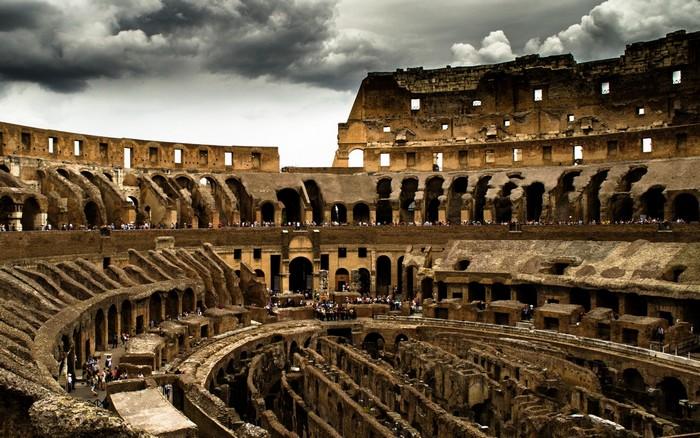 Колизей - место проведения гладиаторских боёв