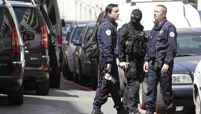 Во Франции разыскивают трех подозреваемых в организации теракта в день выборов