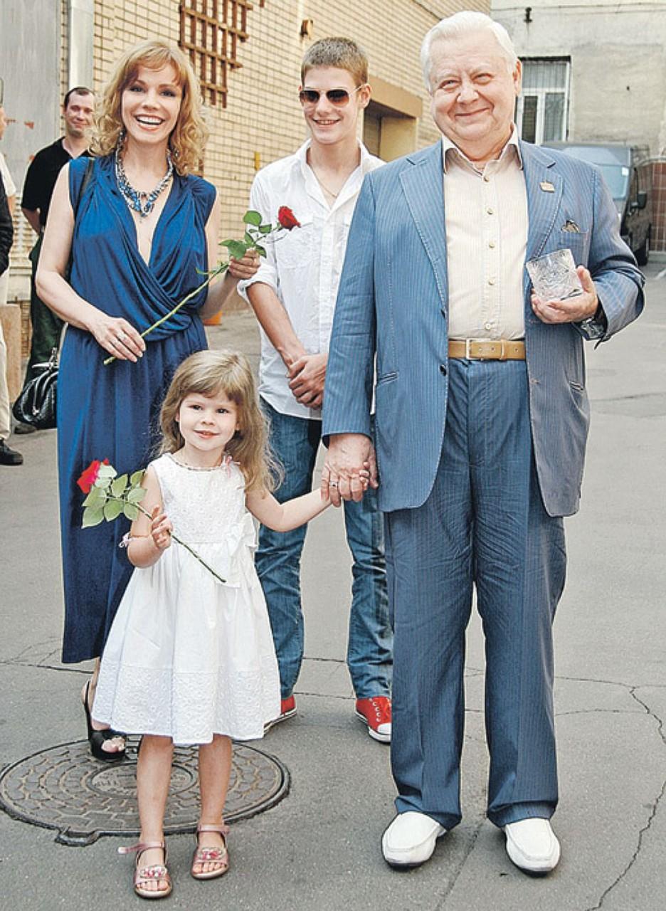 Караченцов с детьми фото