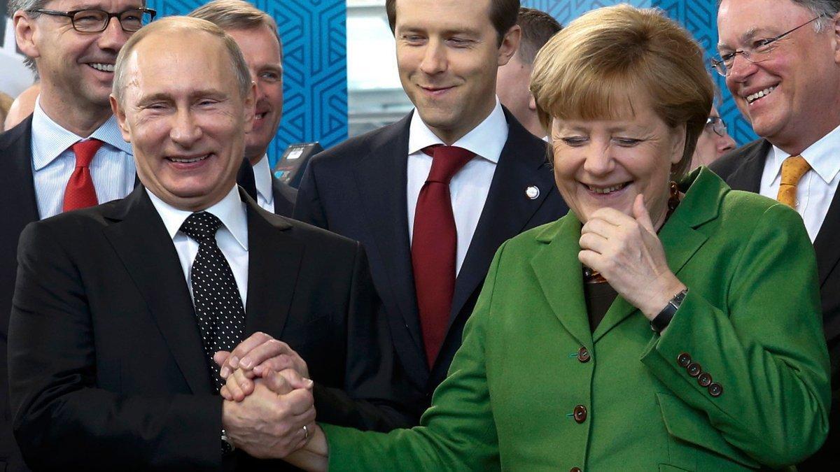 Путин поговорил с Меркель о международных и региональных проблемах