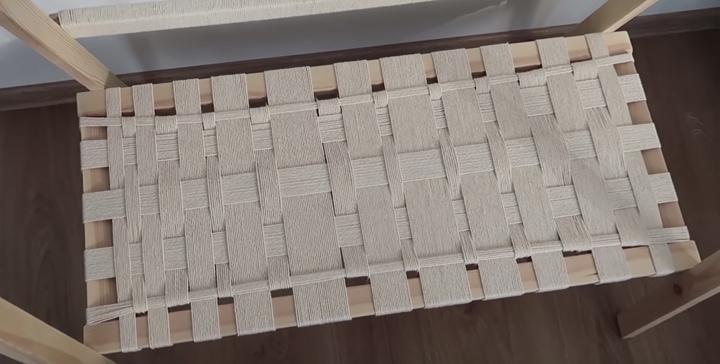 Стильная вешалка из подручных материалов, которая украсит любую комнату