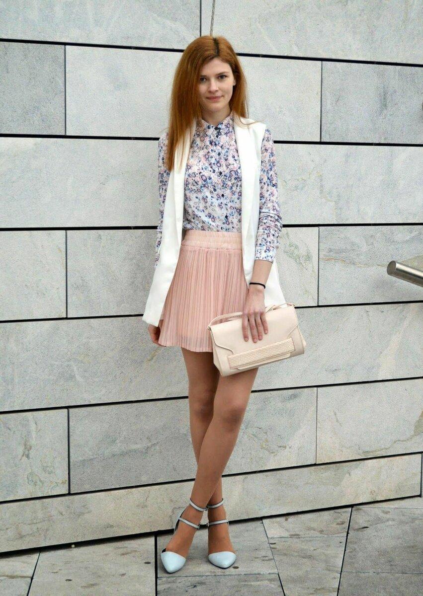 Девушка в колготках цвета загара. /Фото: i.pinimg.com