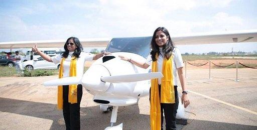 Мать и дочь из Индии отправляются в кругосветку на мотопланере