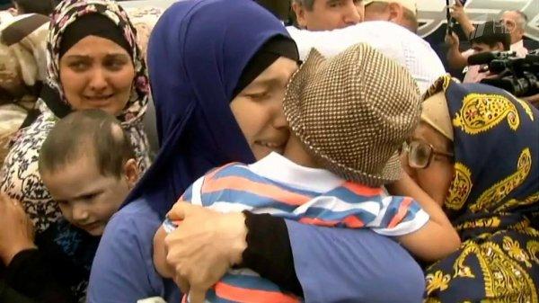 Самолет в будущее. Из Сирии российские женщины с детьми вернулись домой