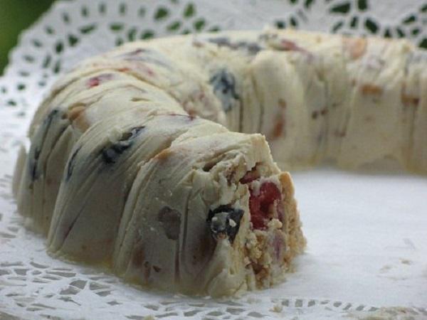 Торт «Творожный лентяй» — нежная структура с абрикосово-изюмной ноткой