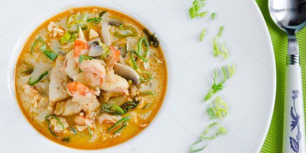 Тайский суп «Том Ям» из шампиньонов с зелёным луком