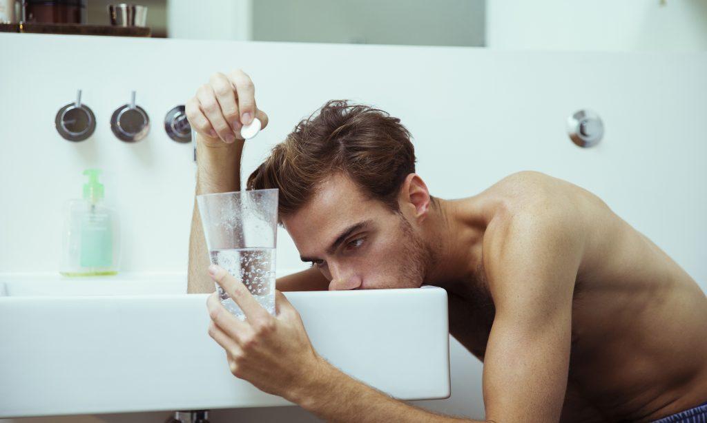 Как избавиться от похмелья без лекарств? Что в это время происходит с организмом