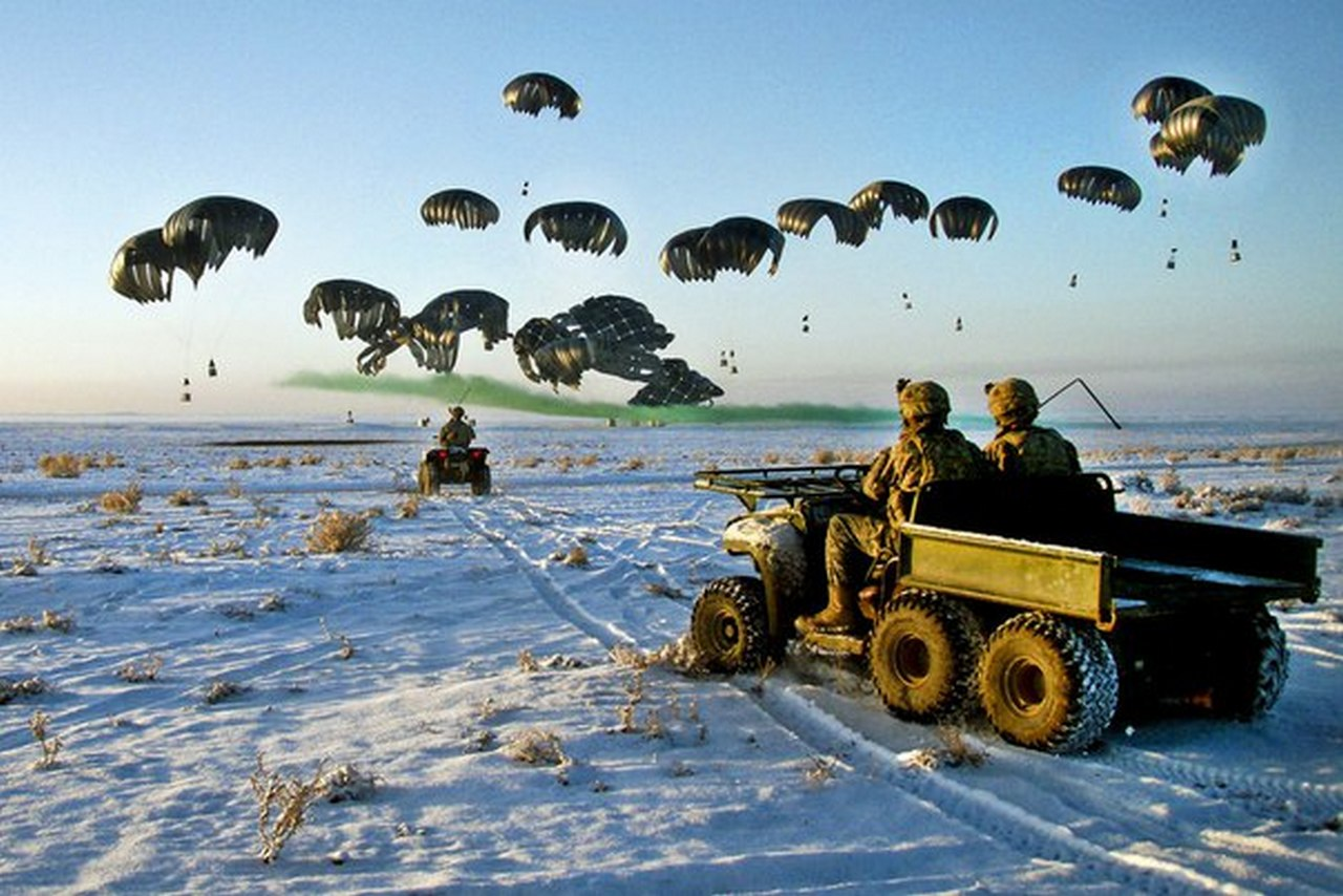 «Теплая война»: вторгнется ли НАТО в Россию по стопам Наполеона и Гитлера