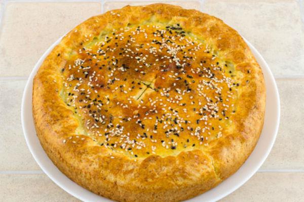 Сытный мясной пирог с сыром