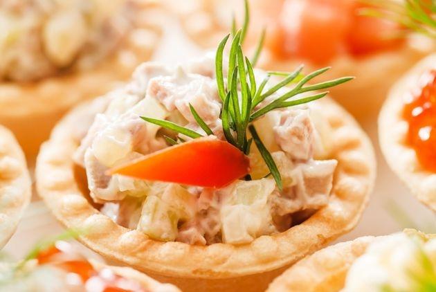 Ассорти салатов в тарталетках
