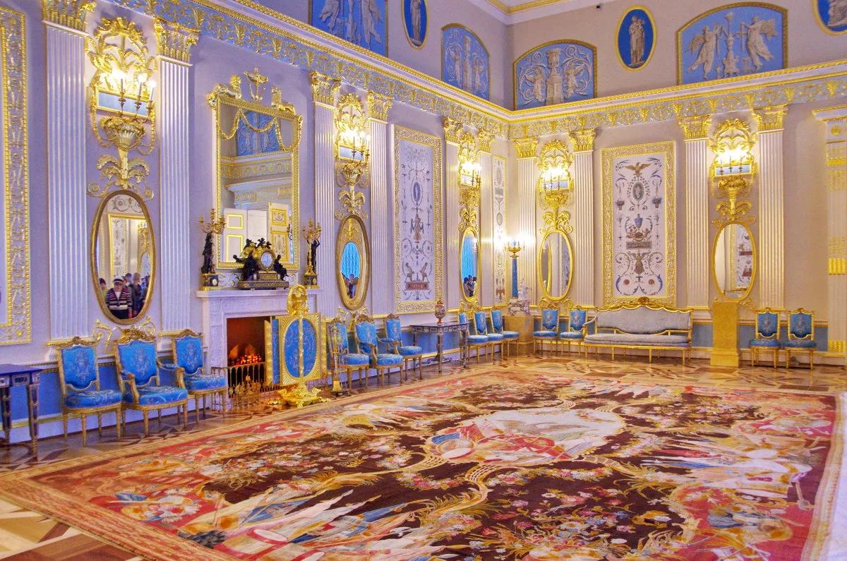 Королевская жизнь: пятёрка великолепных дворцов России
