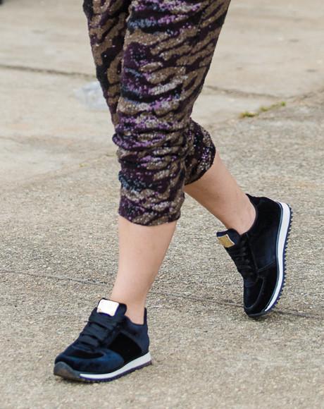 Классические спортивные кроссовки фото