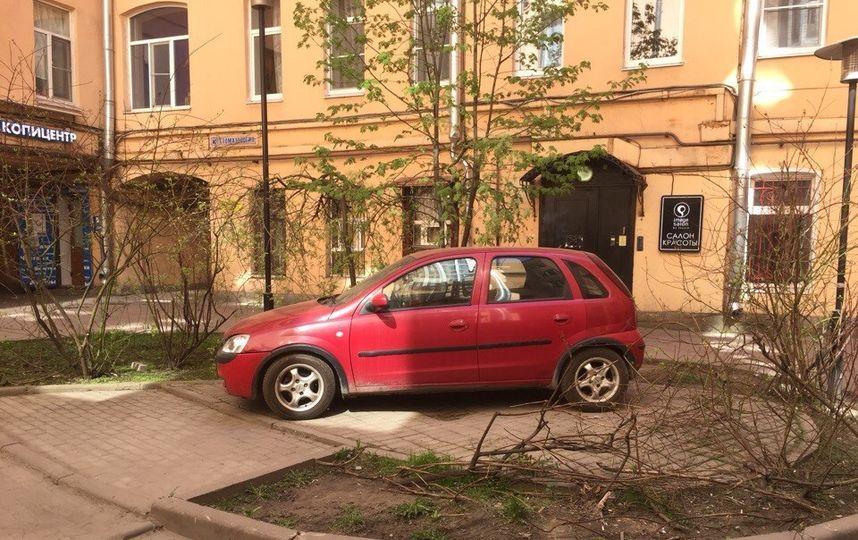 Петербуржцы хотят закрыть проходные дворы от машин