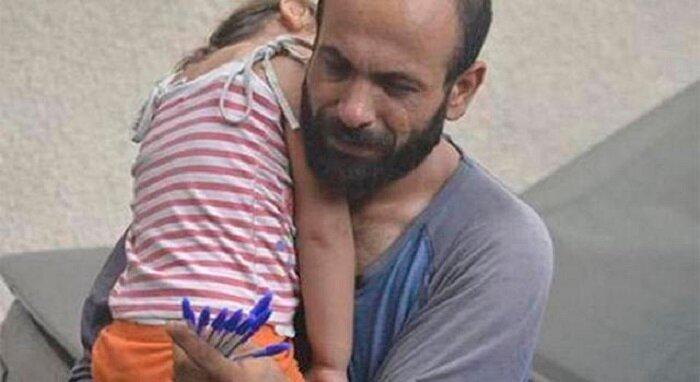 Мужчина продавал ручки, чтобы накормить своих детей, и лишь один снимок изменил все