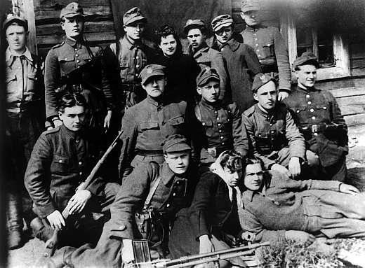 Кто продолжал воевать после мая 1945 года