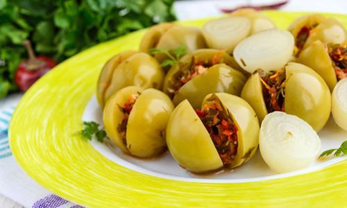 Маринованные зеленые помидоры с болгарским перцем и укропом
