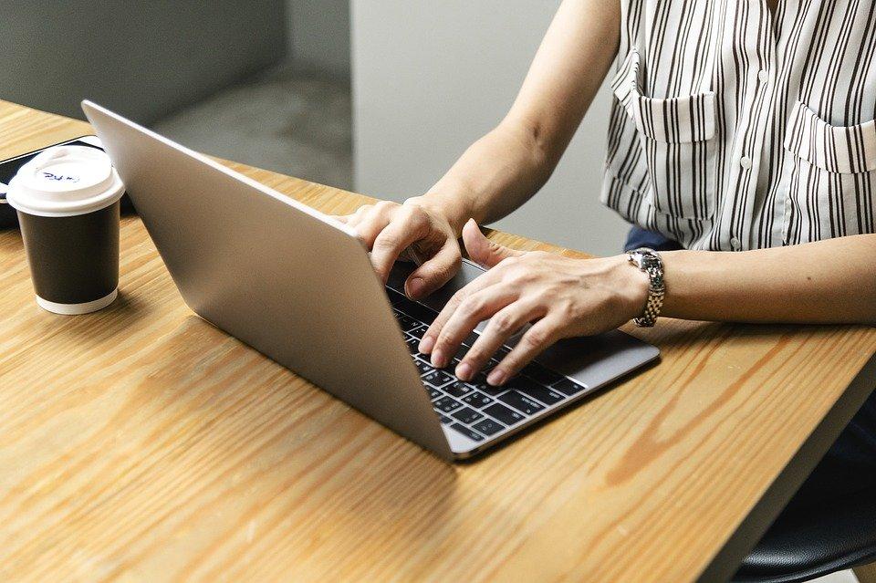 В России могут появиться бесплатные курсы повышения квалификации для женщин в декрете