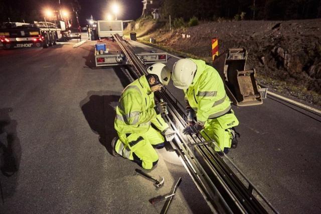 В Швеции открыли первую электрофицированную дорогу для зарядки электромобилей