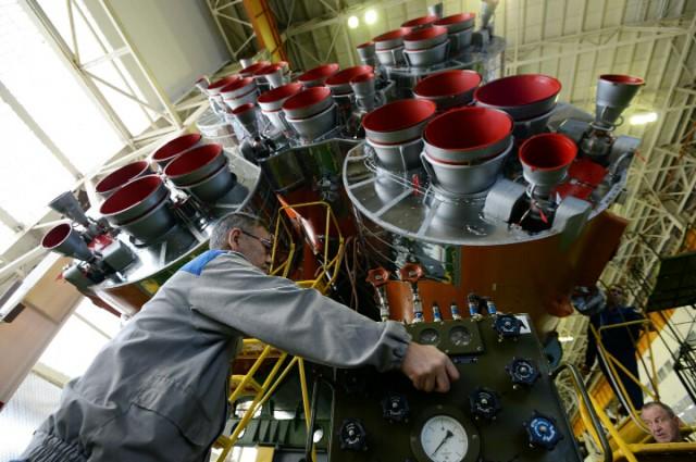 Рогозин заявил, что зарплата руководителей в Роскосмосе будет зависеть от зарплаты рабочих