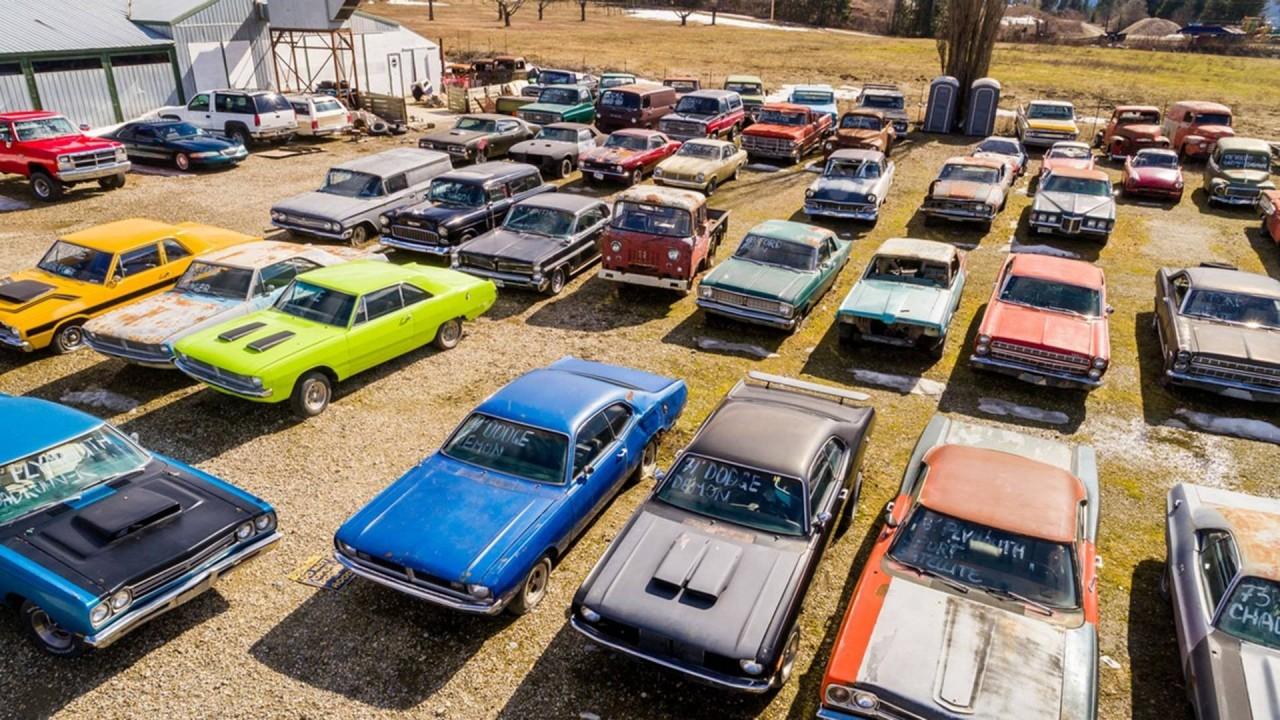 В Канаде продается участок со старинными автомобилями