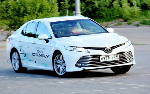 Новая Toyota Camry сыграла на понижение